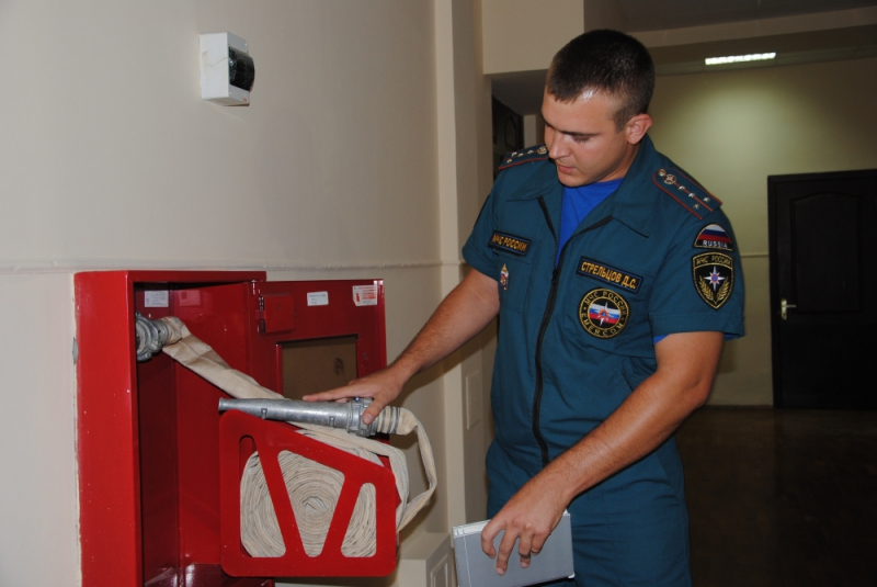 картинка пожарный инспектор наносят
